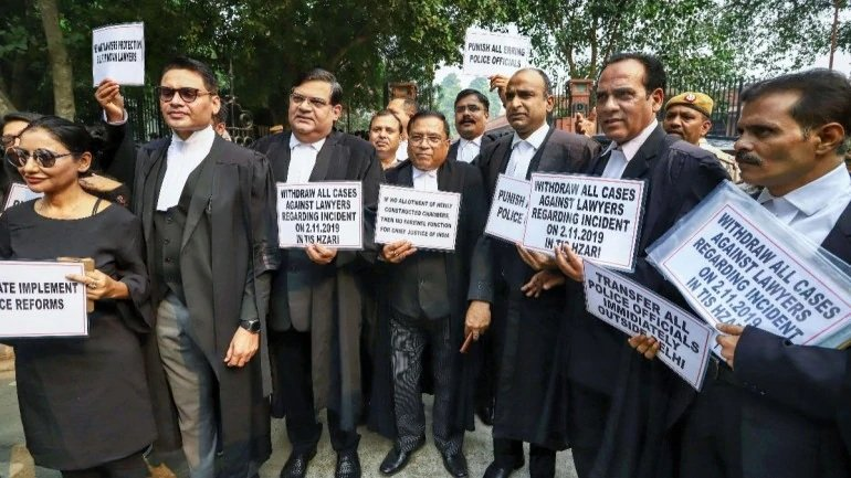 Delhi Police Vs Lawyers: It All Started Over A Parking Spot